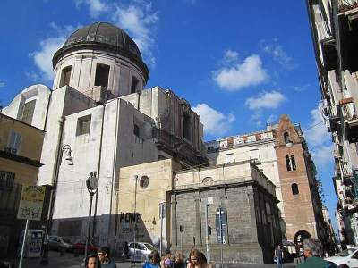 All about the church of Pietrasanta, Naples. (History, information and exhibitions)