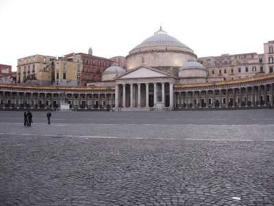 Piazza del Plebiscito Napoli. Un gioiello da non perdere (Cosa vedere, cosa fare, Chiesa, Palazzo Reale)